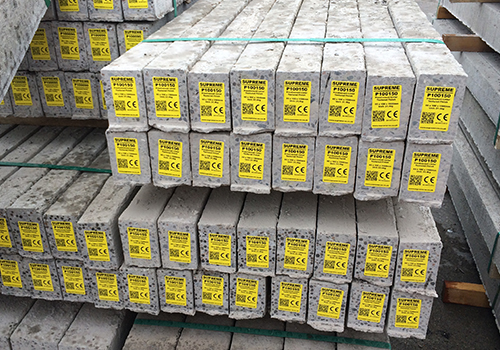 Strong self-adhesive labels on concrete
